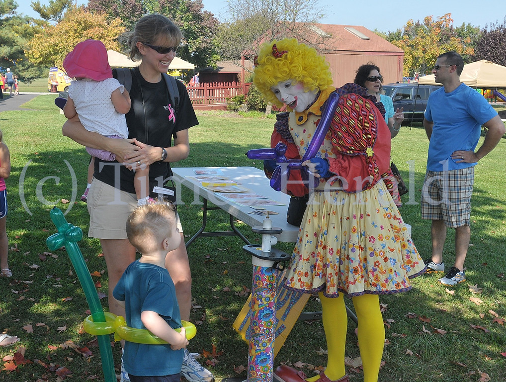 . Judy Tudy the clown blows up balloon animals for children to enjoy at the Lower Providence Fall Festival.  Saturday, October 5, 2013.  Photo by Adrianna Hoff/Times Herald Staff.